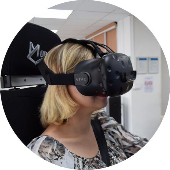 Simulateur de conduite avec la réalité virtuelle dans l' auto ecole drive innov de chambery , valence , portes les valence , lyon et saint etienne