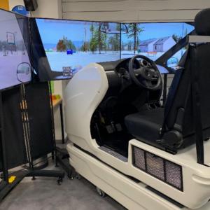 Le simulateur de conduite de l'auto-école Drive Innov pour apprendre à conduire sous la neige